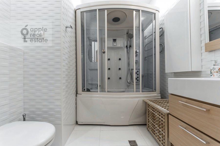 Bathroom of the 5-room apartment at Filippovskiy per. 18