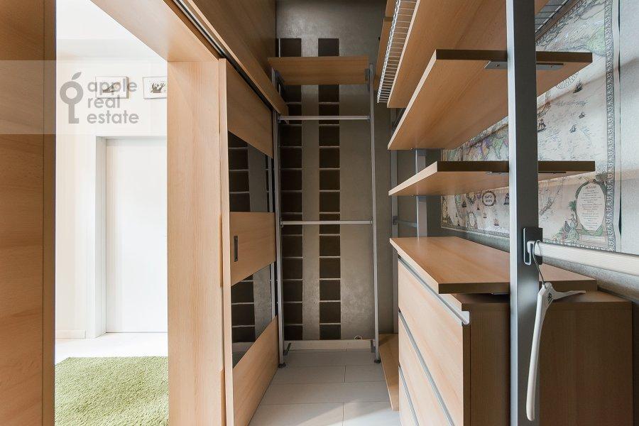 Гардеробная комната / Постирочная комната / Кладовая комната в 5-комнатной квартире по адресу Филипповский пер. 18