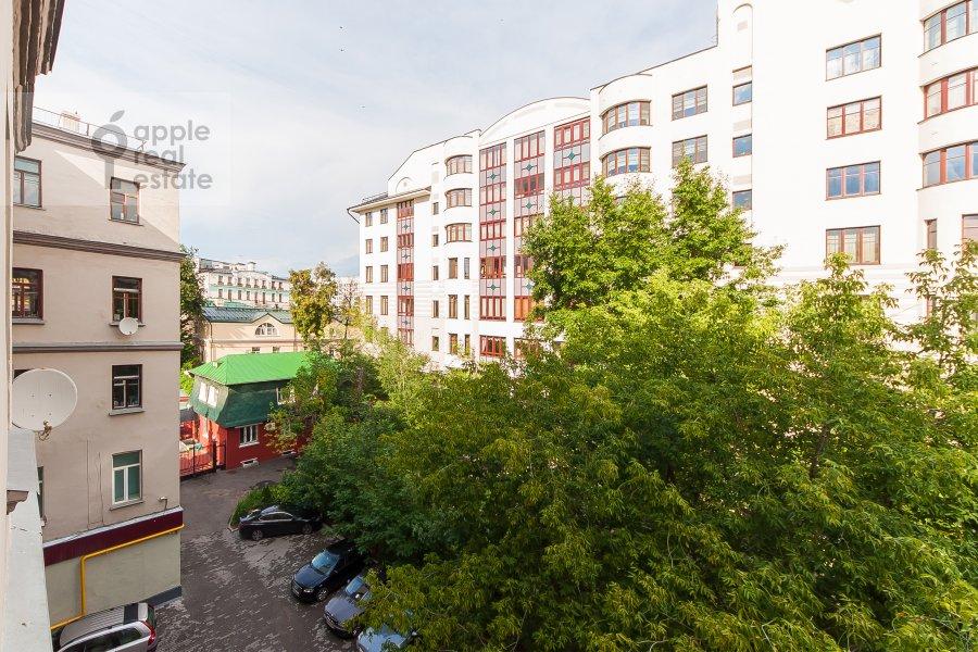 Вид из окна в 5-комнатной квартире по адресу Филипповский пер. 18