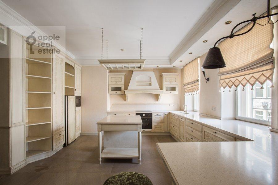 Кухня в 3-комнатной квартире по адресу Малый Козихинский переулок 14