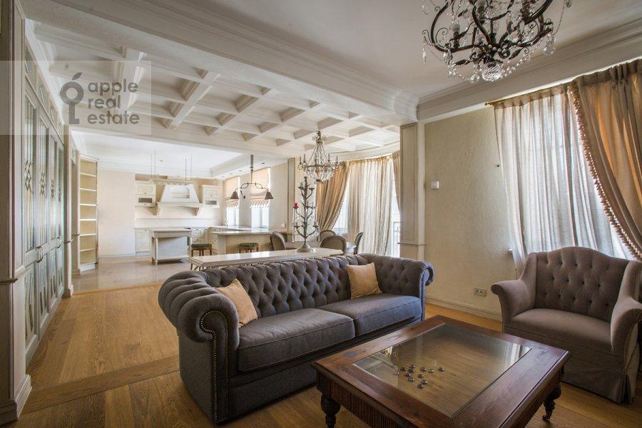 Гостиная в 3-комнатной квартире по адресу Малый Козихинский переулок 14