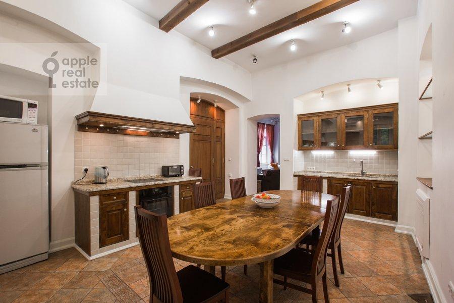 Kitchen of the 4-room apartment at Starosadskiy per. 7/10s8