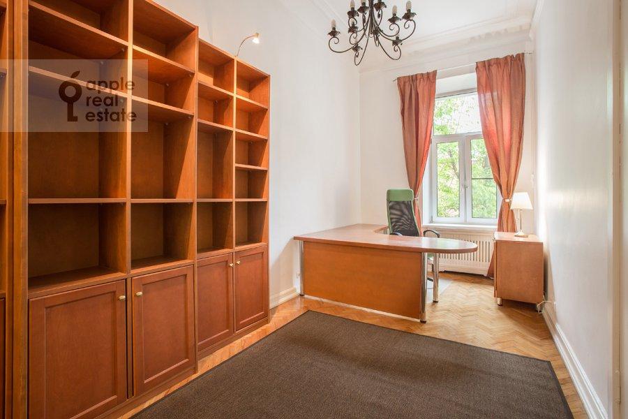 Детская комната / Кабинет в 4-комнатной квартире по адресу Старосадский пер. 7/10с8