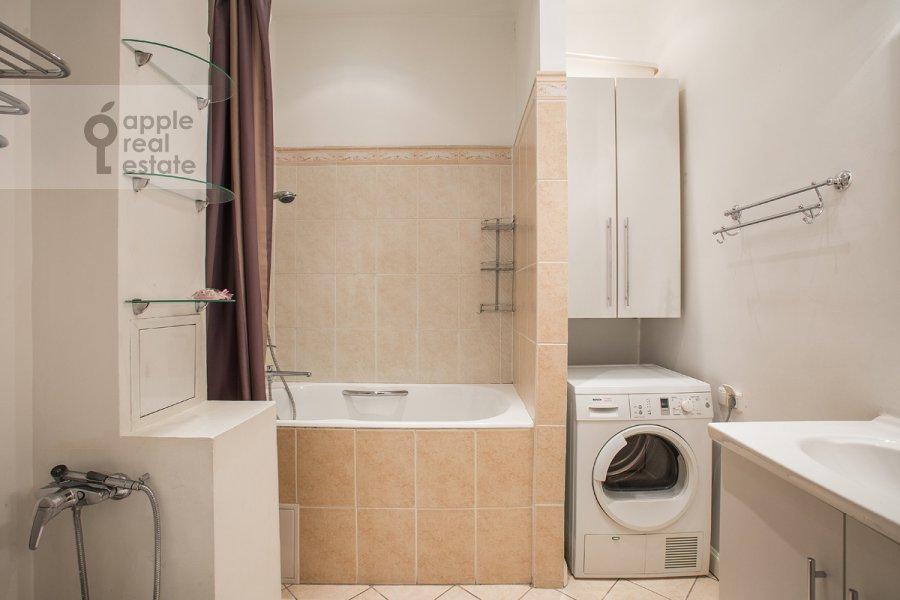 Bathroom of the 4-room apartment at Starosadskiy per. 7/10s8