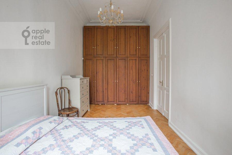 Bedroom of the 4-room apartment at Starosadskiy per. 7/10s8