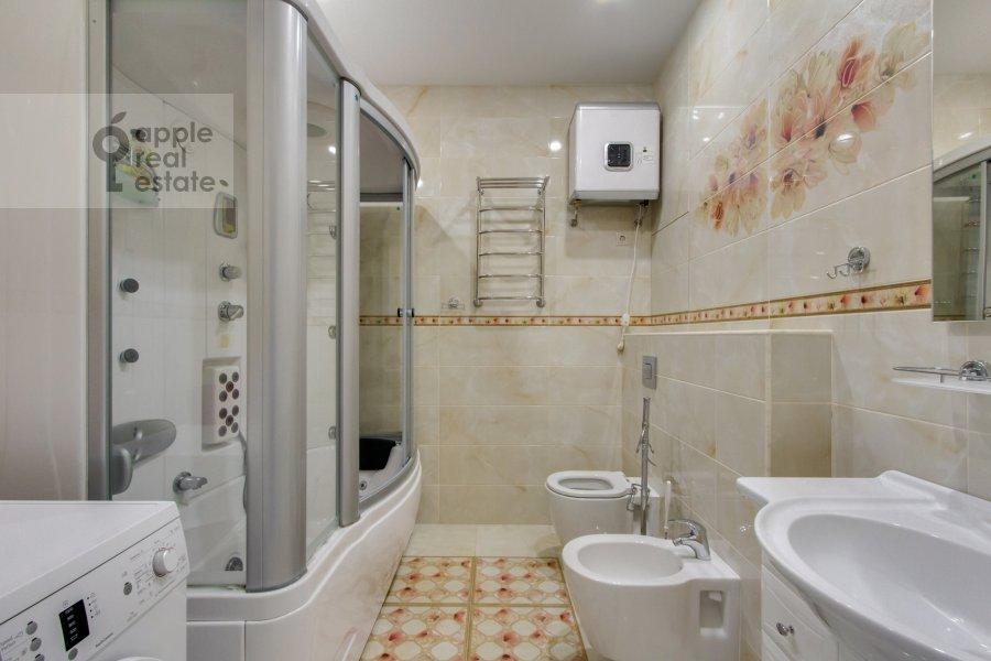 Bathroom of the 2-room apartment at Profsoyuznaya ul. 64k2