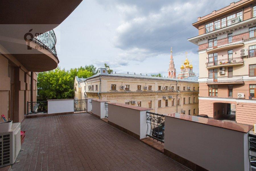 Балкон / Терраса / Лоджия в 5-комнатной квартире по адресу Лаврушинский пер. 11к1