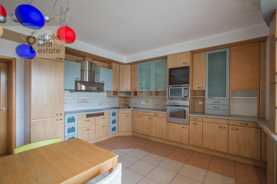 Кухня в 4-комнатной квартире по адресу Голиковский пер. 15