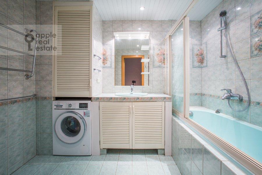 Санузел в 4-комнатной квартире по адресу Голиковский пер. 15