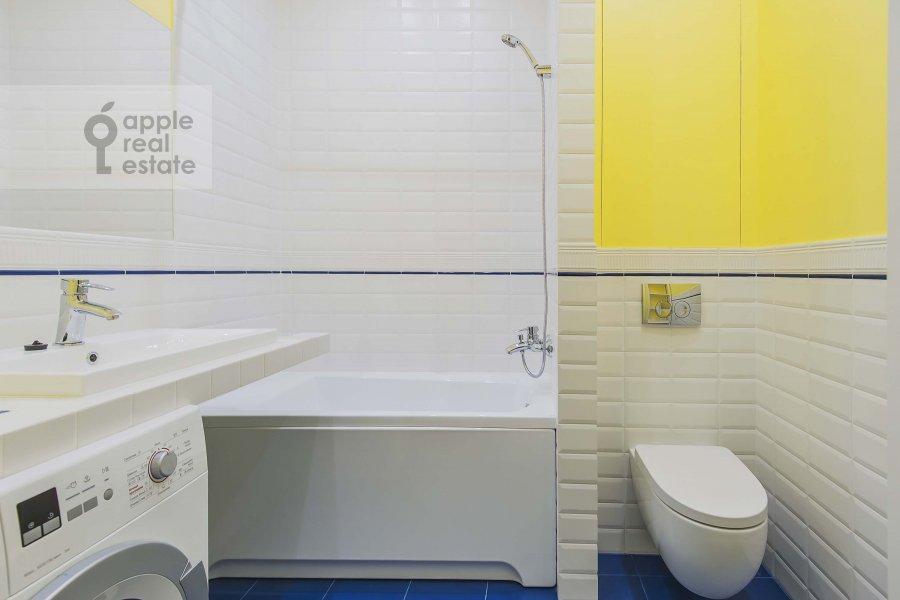 Bathroom of the 2-room apartment at Malaya Bronnaya ul. 17
