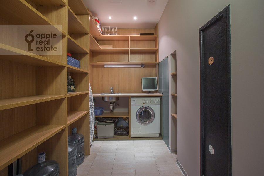 Гардеробная комната / Постирочная комната / Кладовая комната в 4-комнатной квартире по адресу Ленинский  пр-т. 116к1