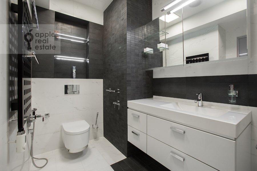 Санузел в 4-комнатной квартире по адресу Ленинский  пр-т. 116к1