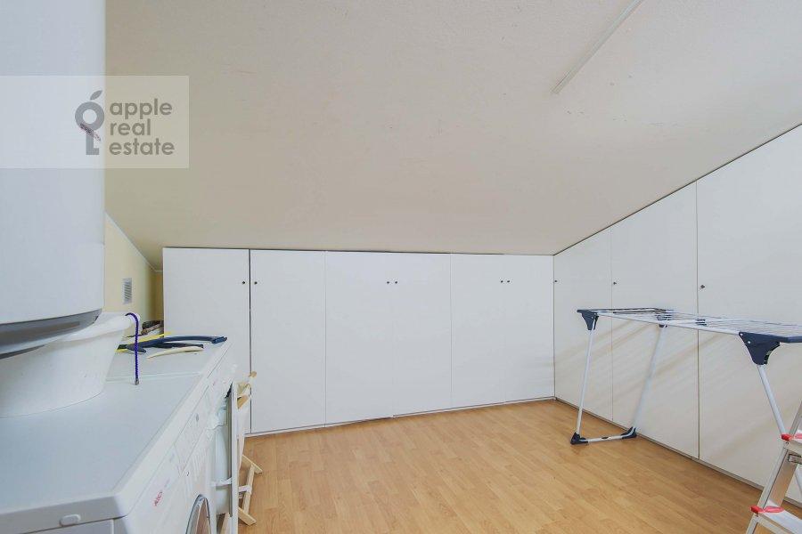 Walk-in closet / Laundry room / Storage room of the 4-room apartment at Ostozhenka 7