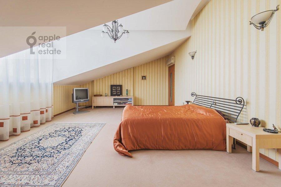 Bedroom of the 4-room apartment at Ostozhenka 7