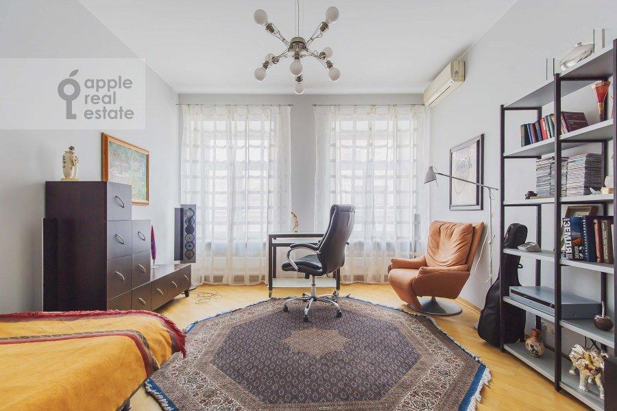 Children's room / Cabinet of the 4-room apartment at Ostozhenka 7