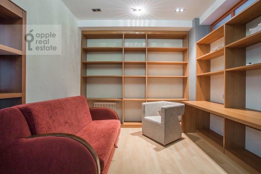 Children's room / Cabinet of the 4-room apartment at Ordynka Bol'shaya ul. 16