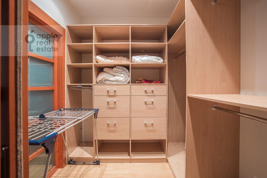 Walk-in closet / Laundry room / Storage room of the 4-room apartment at Ordynka Bol'shaya ul. 16
