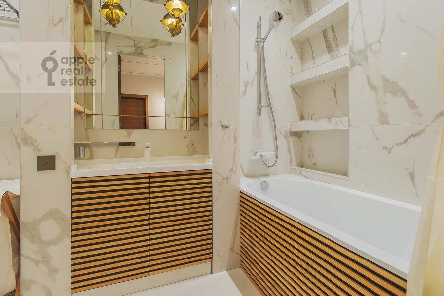 Bathroom of the 3-room apartment at Profsoyuznaya ulitsa 64k2