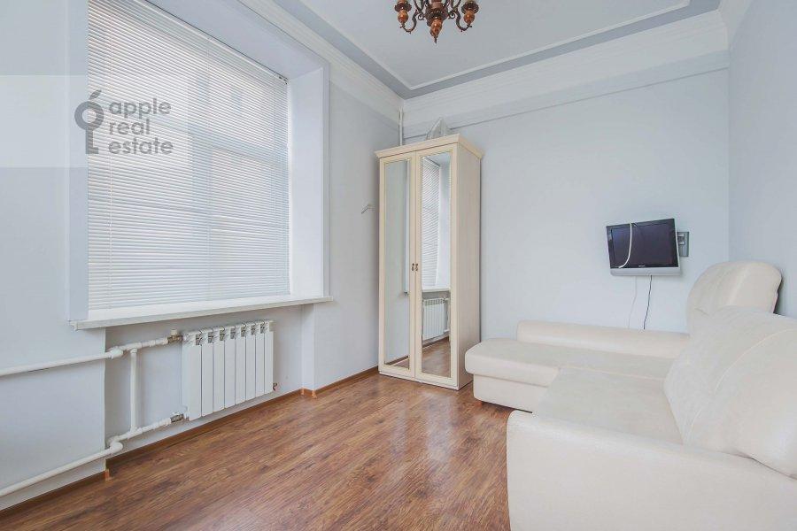 Bedroom of the 2-room apartment at 1-ya Tverskaya-Yamskaya ulitsa 12
