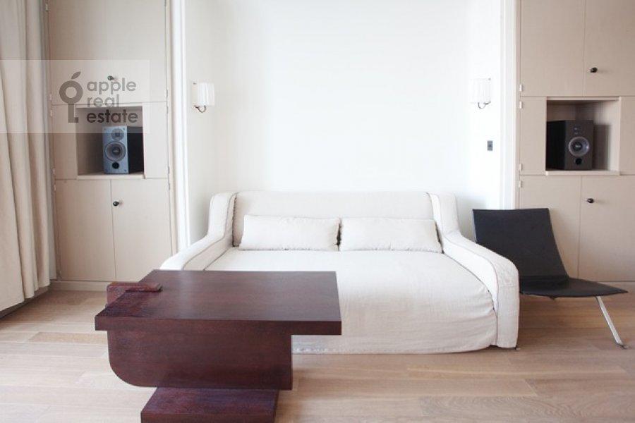 Гостиная в 3-комнатной квартире по адресу Усачева улица 2с3