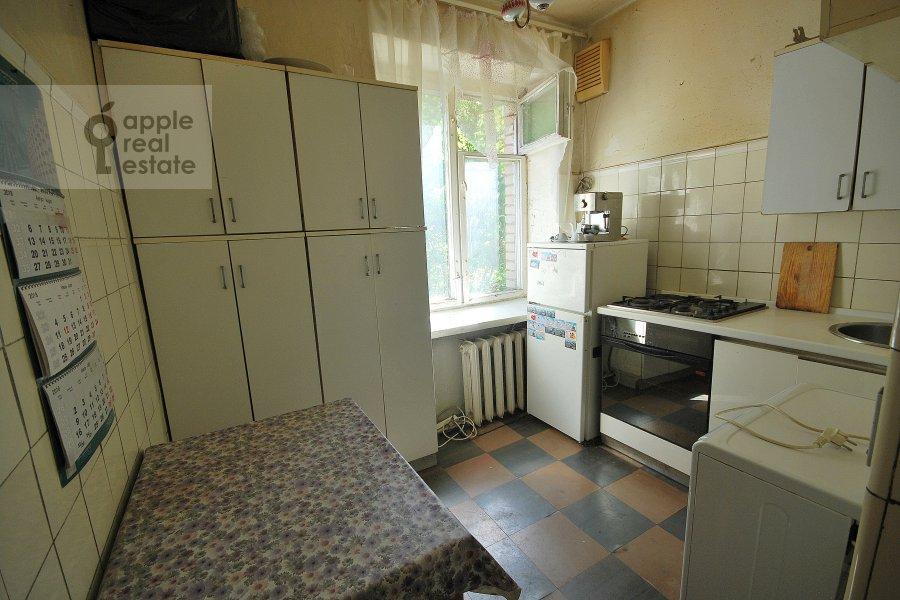 Кухня в 2-комнатной квартире по адресу Константина Симонова ул. 8