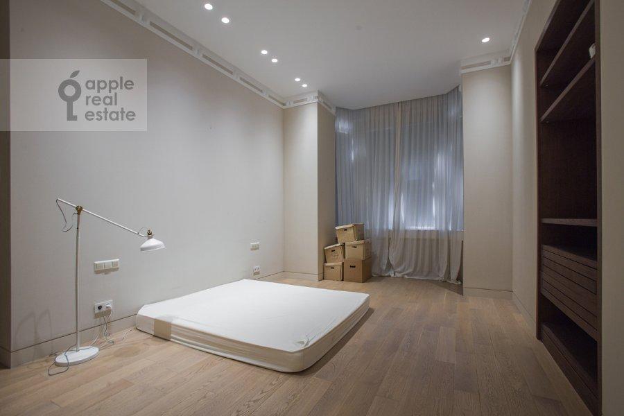 Спальня в 3-комнатной квартире по адресу Пречистенка ул. 25