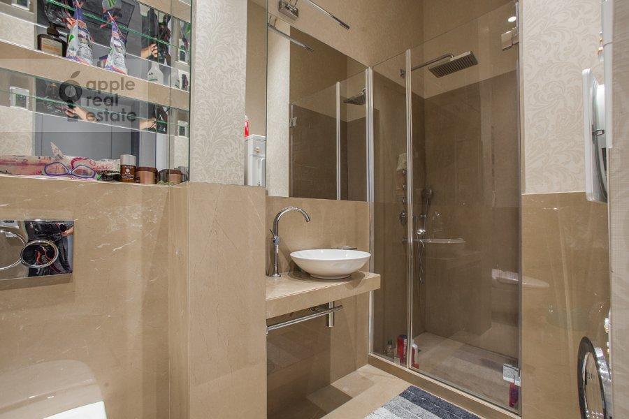 Санузел в 3-комнатной квартире по адресу Пречистенка ул. 25