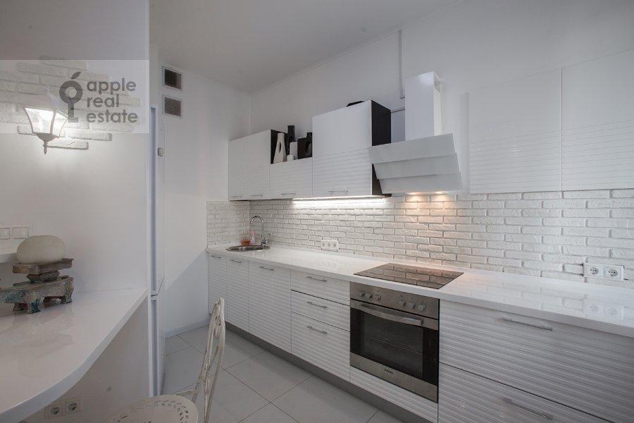 Kitchen of the studio apartment at Ramenki ul. 20