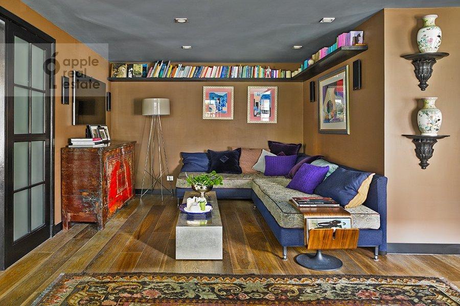 Living room of the 2-room apartment at Bol'shaya Gruzinskaya ul. 62