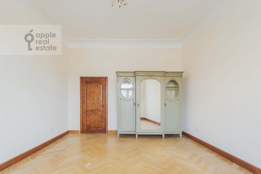 Bedroom of the 3-room apartment at Novinskiy bul'var 28/35s1