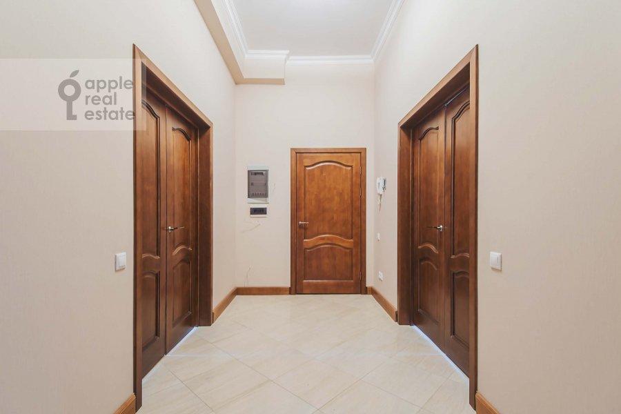 Corridor of the 3-room apartment at Novinskiy bul'var 28/35s1