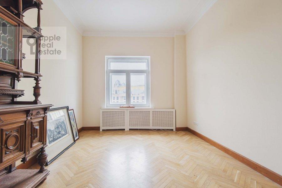 Living room of the 3-room apartment at Novinskiy bul'var 28/35s1