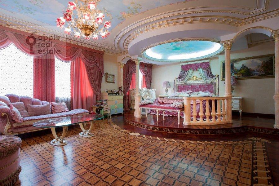 Bedroom of the 6-room apartment at Aviatsionnaya ul. 79
