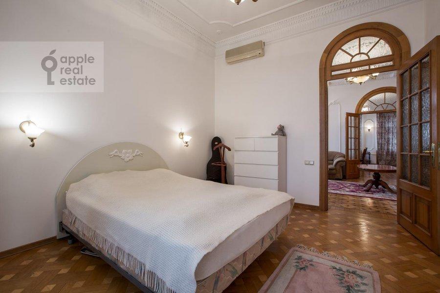 Bedroom of the 4-room apartment at Znamenka ul. 15