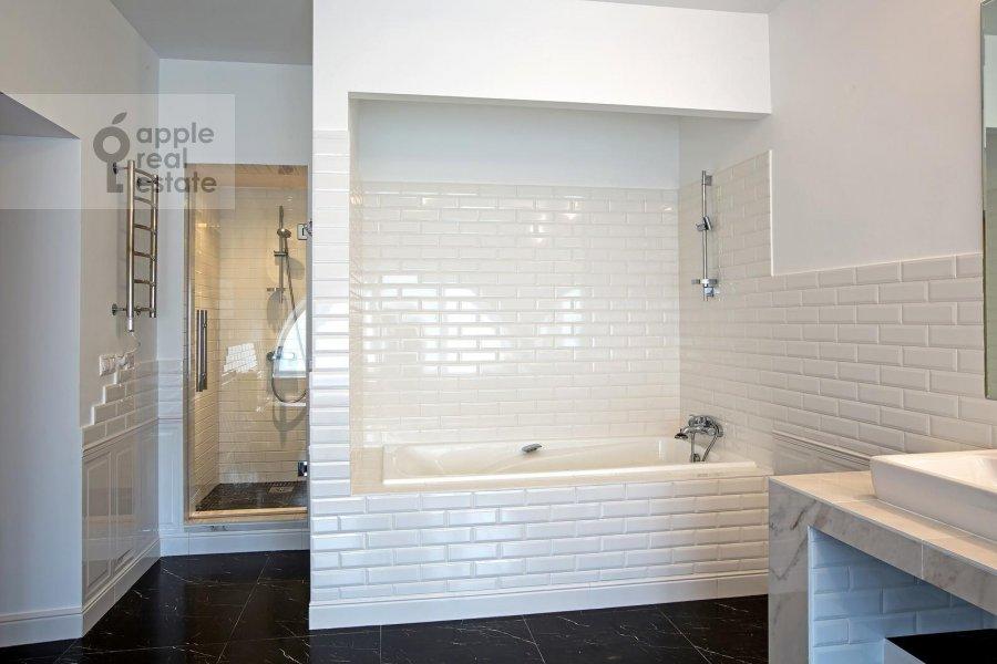 Bathroom of the 5-room apartment at Bogoslovskiy per. 8/15